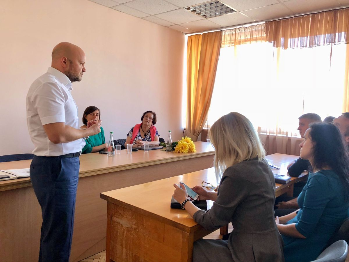 На фото: Юрій Тандіт, Хаґіт Ліфшітц під час зустрічі у МВС